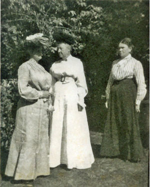 Lou Eleanor Ewing, Nellie Young and Ella Levering